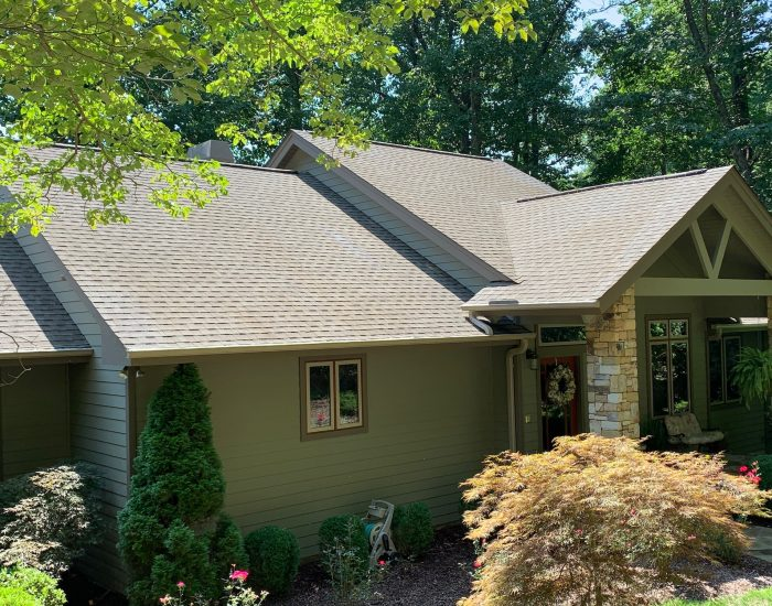 roof and gutter cleaning service in Hendersonville